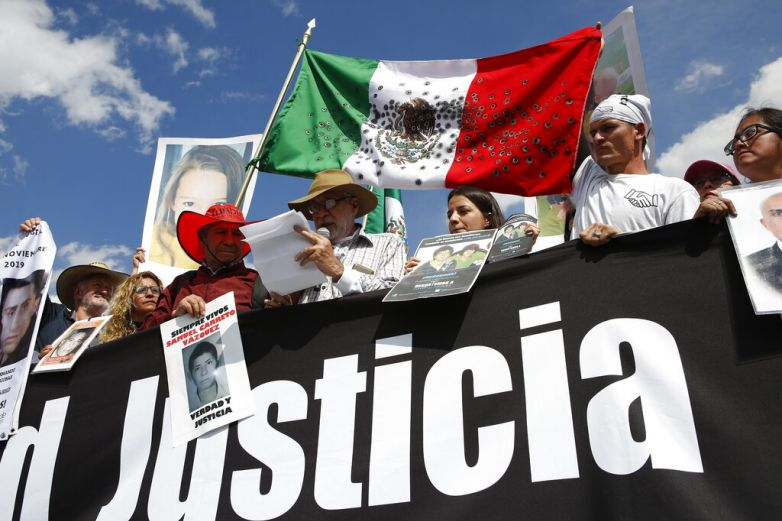 Simpatizantes de AMLO insultan marcha por la paz
