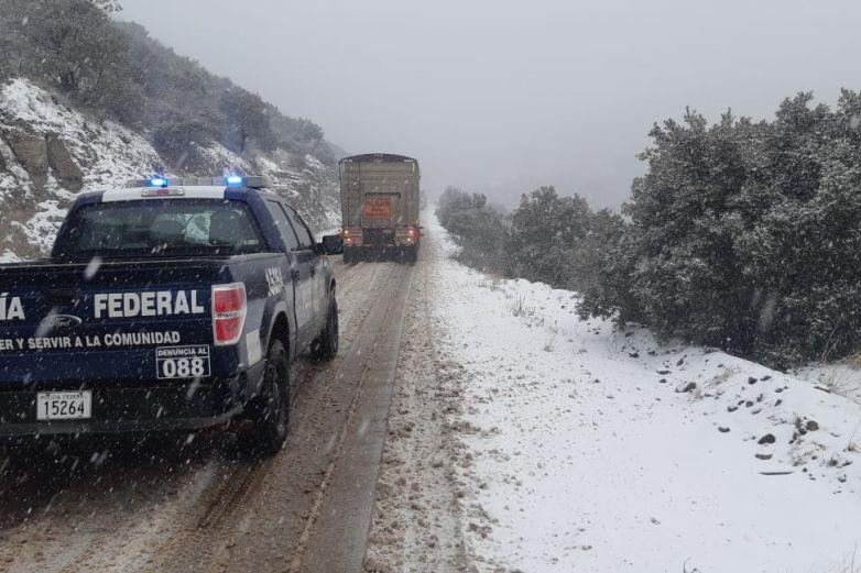 Cierran carreteras del estado por nevada