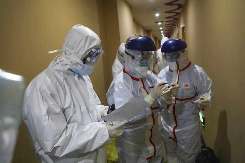 Mujer que huyó de hospital ruso por virus debe regresar a seguir cuarentena