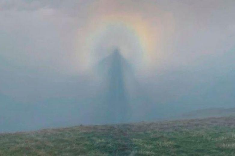 Hombre logra captar la imagen de un ángel en el cielo en Inglaterra
