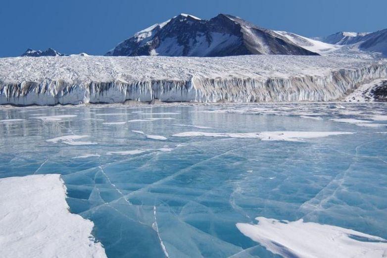 Descubren escalofriante rostro en el hielo de la Antártida