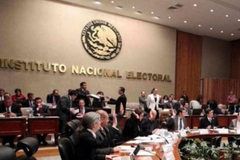 Diputados avalan controversia contra salarios del INE