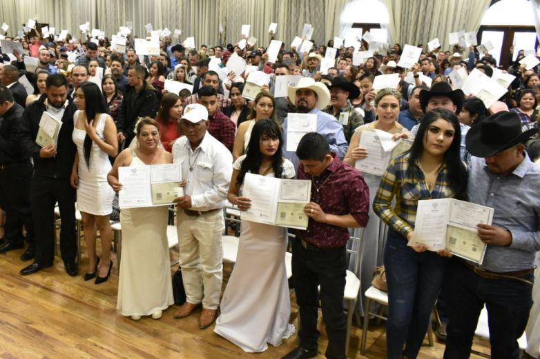 Contraen nupcias 264 parejas en Delicias