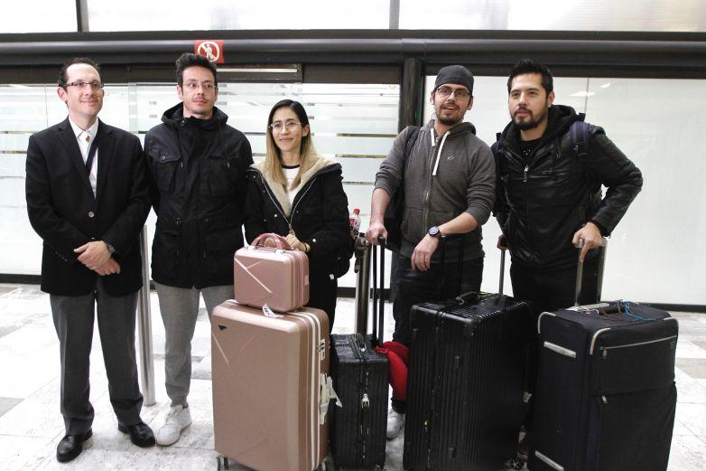 Regresan 10 mexicanos de Wuhan