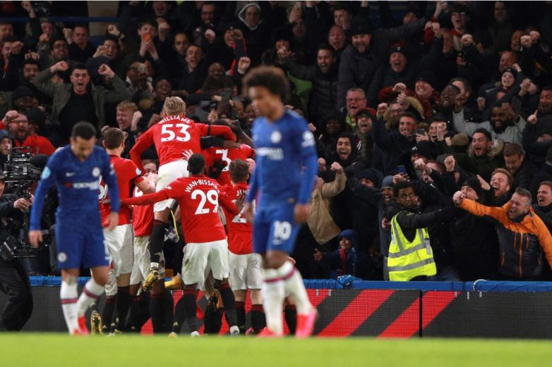 Man United vence a Chelsea y aspira a la 'Champions'