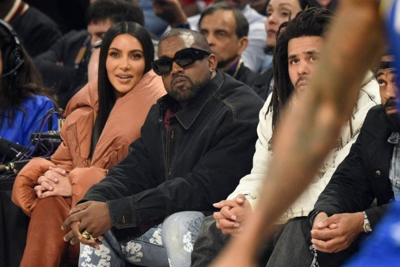 Kanye West desprecia a Kim Kardashian durante 'Kiss Cam'