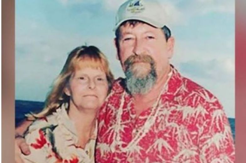 Hombre murió hace 8 años y continúa enviando flores a su esposa