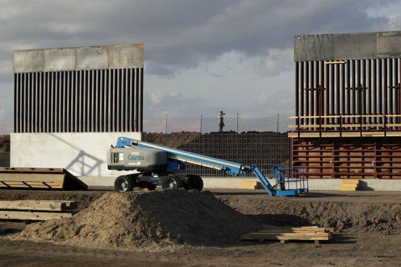 Recurre EU a dispensas para acelerar construcción del muro