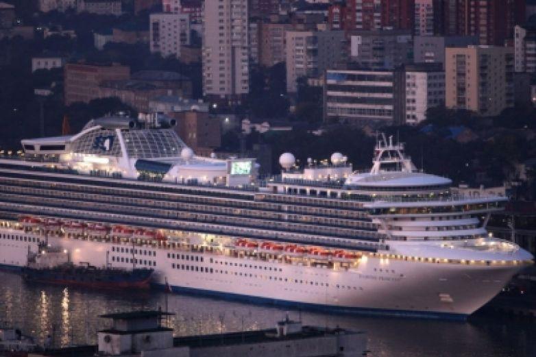 Una docena de cruceros en cuarentena por coronavirus