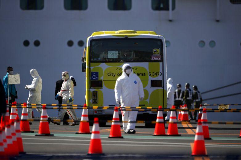 Termina cuarentena en crucero de Japón; inician desembarco