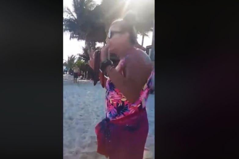 Extranjera afirma que es 'su playa' y corre a turistas mexicanos