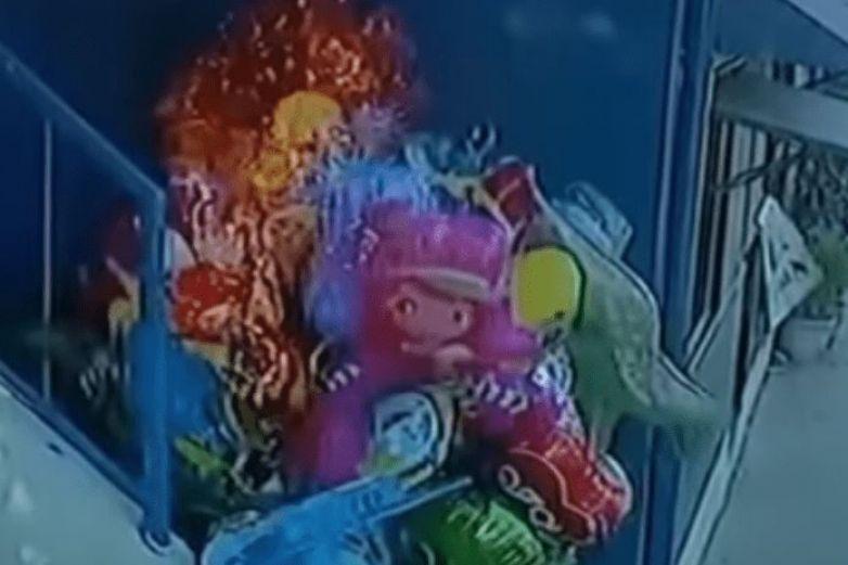 Vendedor de globos es víctima de una pesada 'broma'