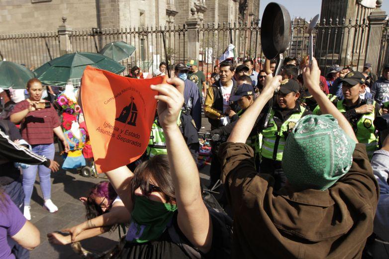 Exige 'marea verde' aborto legal en todo el país