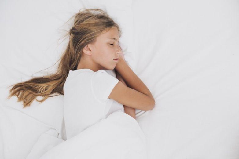 Niños que duermen después de las 9 tienen más riesgo de padecer obesidad