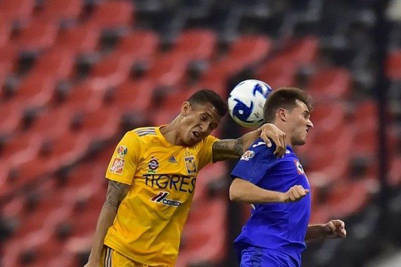 Cruz Azul vence a Tigres en el Azteca