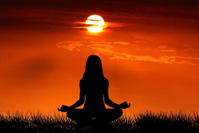 Elimina los malos pensamientos con un ejercicio de meditación