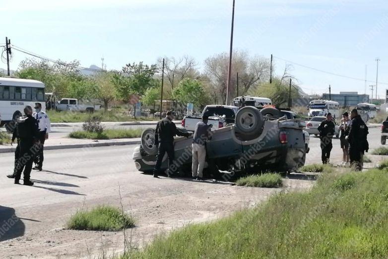 Vuelca en la carretera Juárez-Porvenir