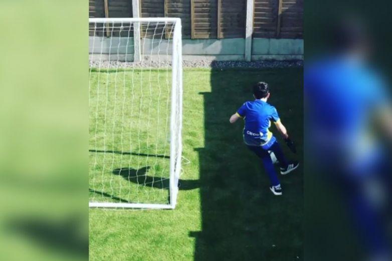Niño en cuarentena conmueve a figuras del futbol