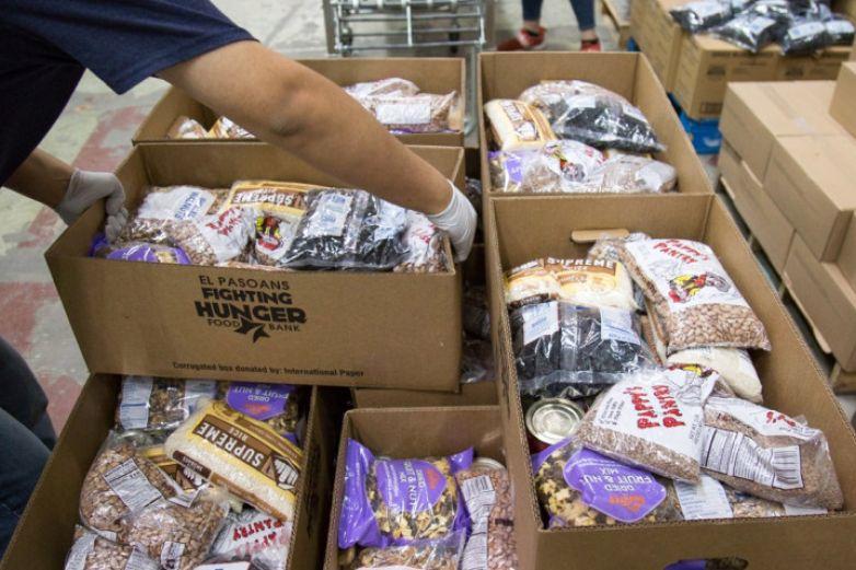 Banco de comida reparte alimentos en diferentes puntos de El Paso