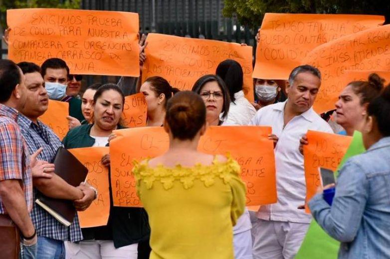 Protestan enfermeros por falta de insumos para Covid-19; IMSS responde