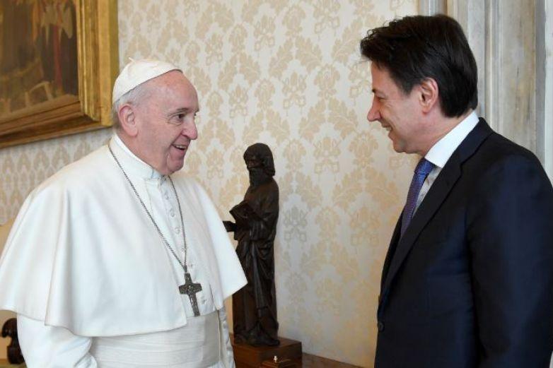 Da positivo en Covid-19 cardenal cercano al Papa