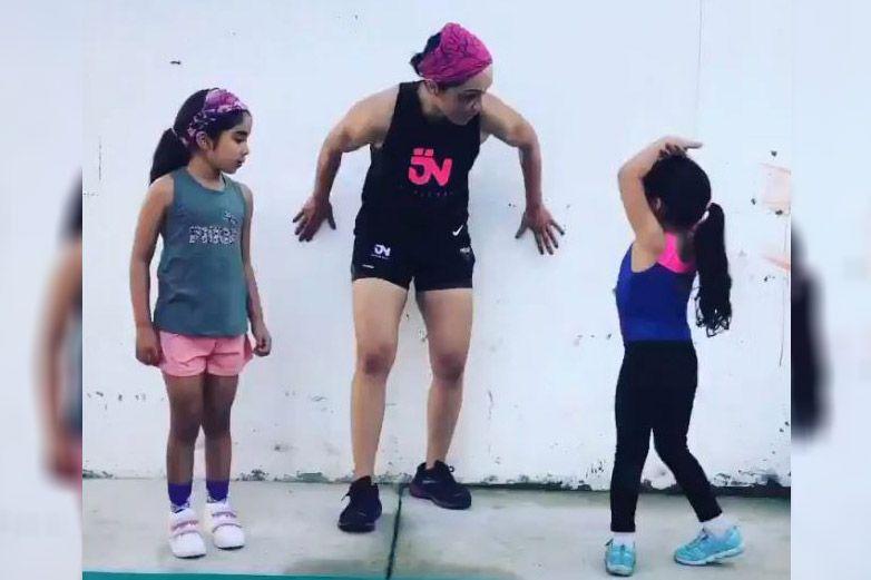 Jackie Nava ofrece rutina en video para hacer ejercicio en familia
