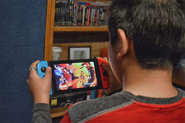 Tras 22 horas al día de videojuegos por un mes sufre derrame cerebral