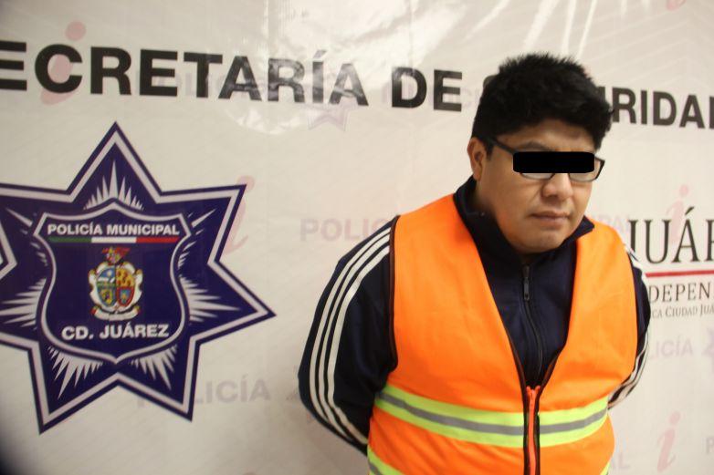 Arrestan a presunto narcomenudista en crucero de la Óscar Flores