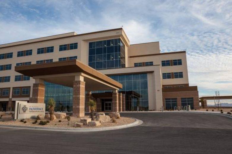 Reutiliza personal médico batas en hospitales de El Paso