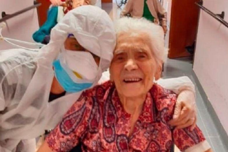 Con 104 años, mujer es la más longeva en vencer al coronavirus