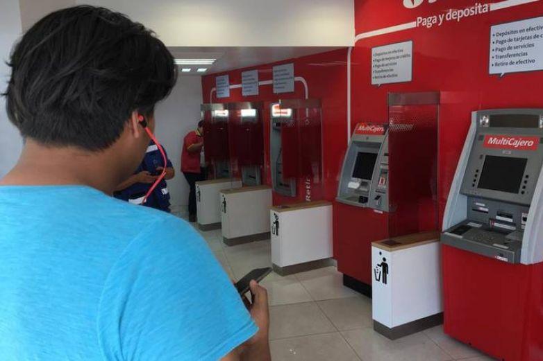 Sufren juarenses fallas de cajeros Santander; los dejan sin ...