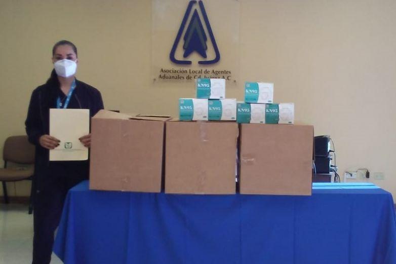 Donan agentes aduanales cubrebocas n95 al Hospital 66