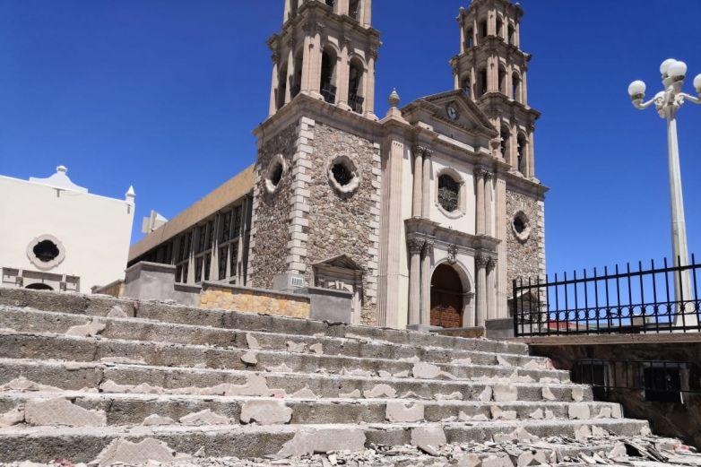 Renuevan piso de atrio de la Catedral