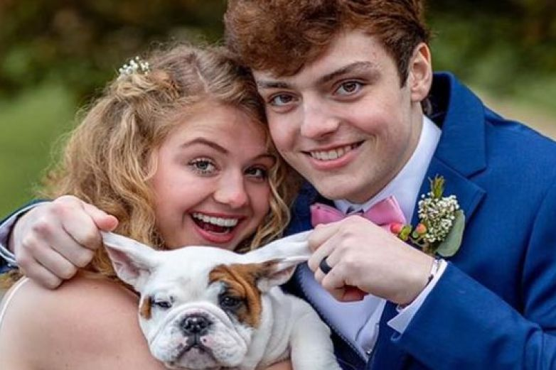 Joven se entera que le quedan meses de vida y se casa con su novia de 18 años