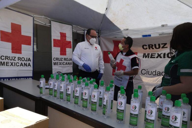 Dona Heineken gel antibacterial a la Cruz Roja