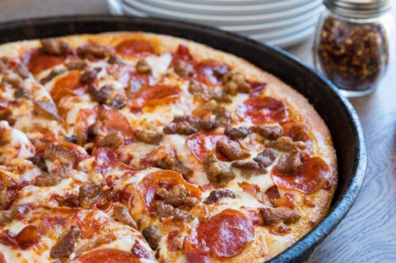 Regalará Pizza Hut medio millón de pizzas a estudiantes graduados