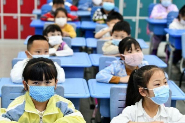Cierre de escuelas por virus afecta a mil millones