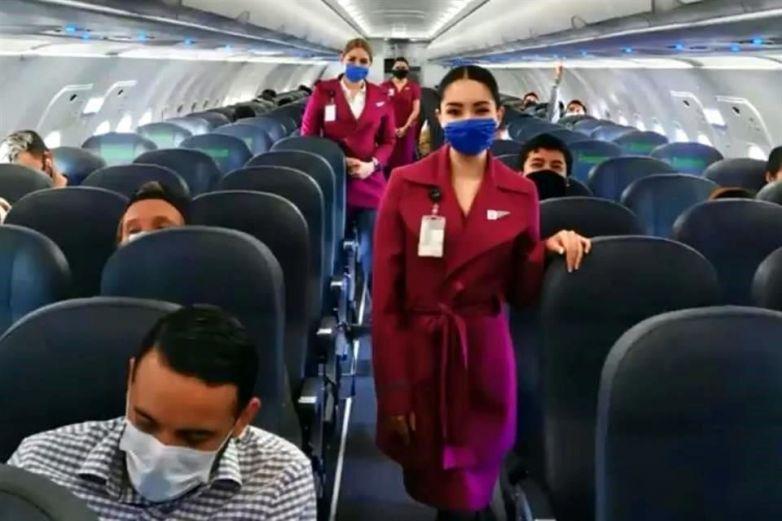Así se propagaría el coronavirus en avión sin cubrebocas