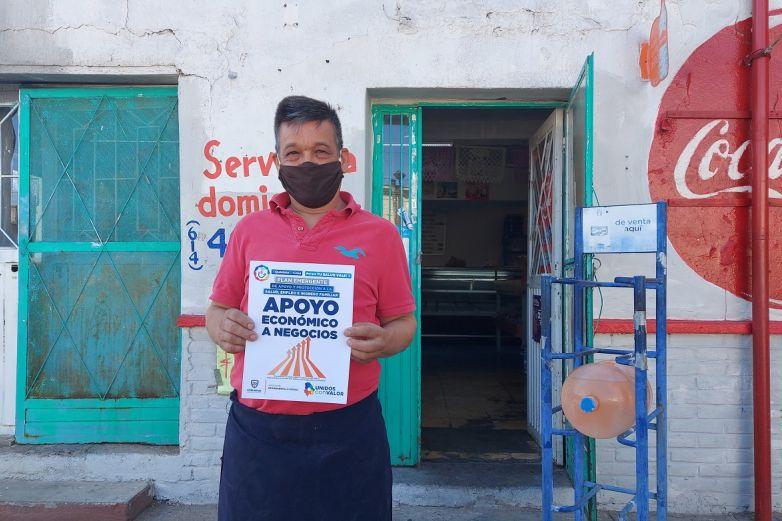 Entregan apoyos económicos a negocios en Chihuahua