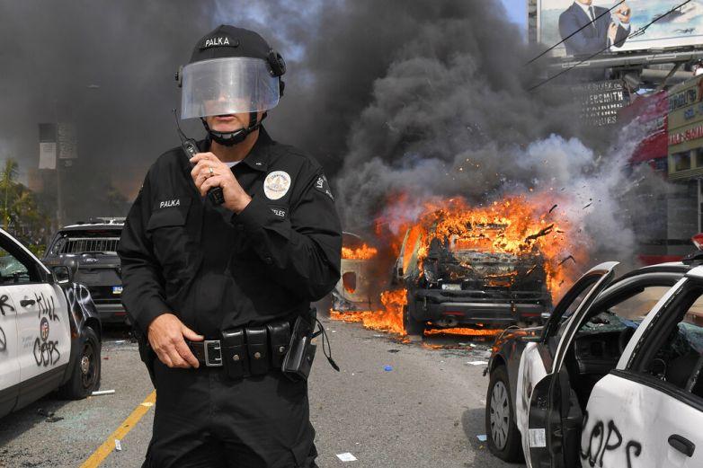 Soldados patrullan calles de L.A tras noche de protestas