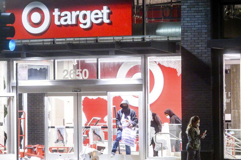 Target y CVS cierran tiendas temporalmente ante disturbios