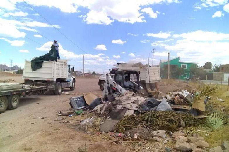 Trabajan en eliminación de basureros clandestinos