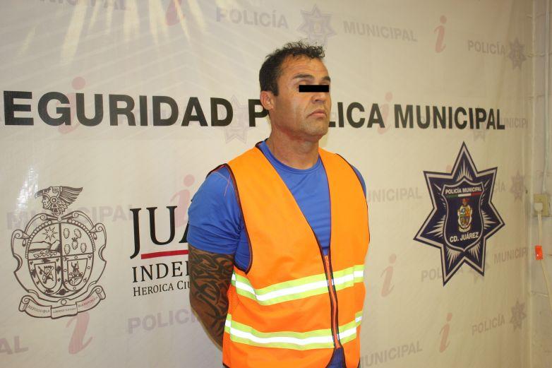 Lo arrestan por presuntamente robar tele de casa de su ex