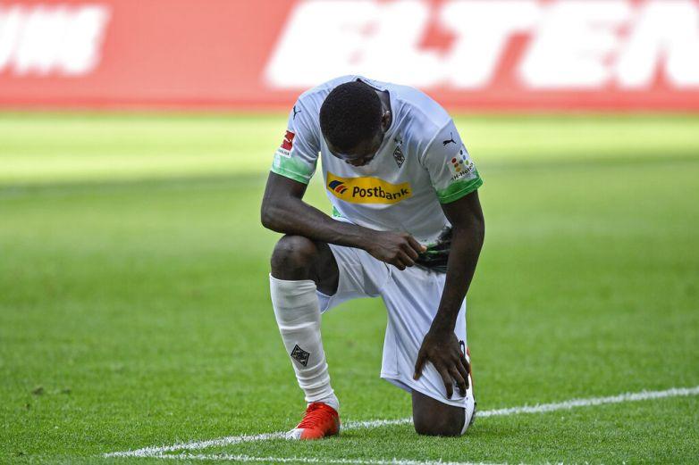 Thuram homenajea a Floyd tras anotar gol para el Gladbach