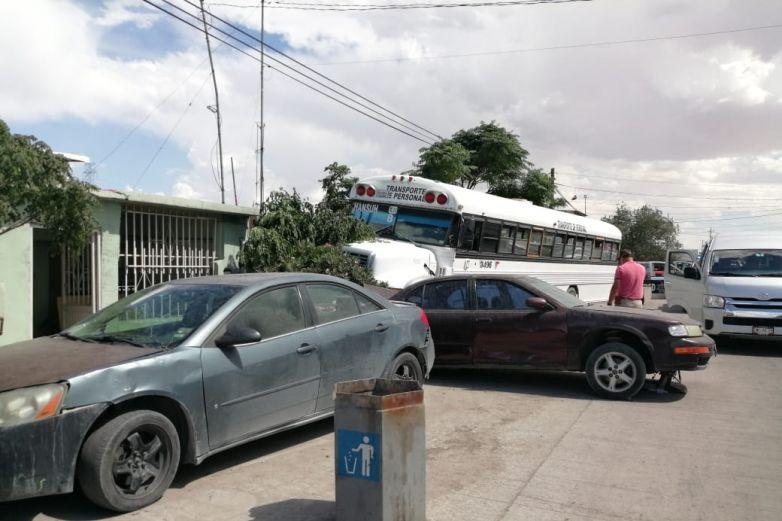 Se estrella rutera contra autos, puesto ambulante y casa
