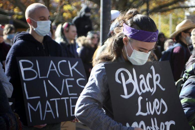 Demandan a la Policía de Colorado por muerte de afroamericano