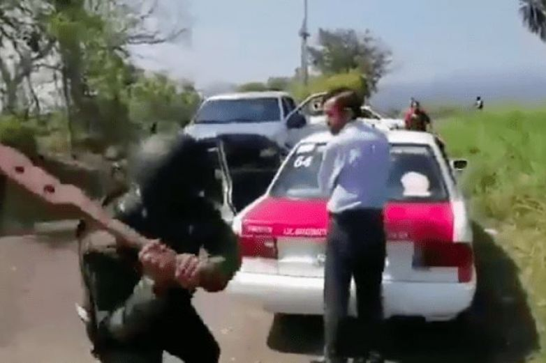 Sicarios golpean con tablas a taxistas para que sean halcones