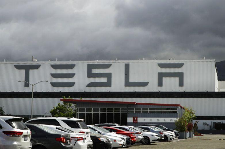 Tesla amenaza con despidos si trabajadores no vuelvena labores