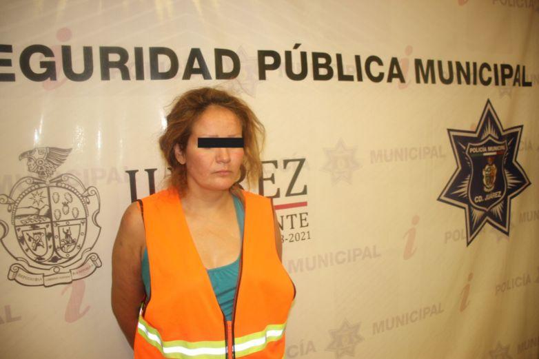 Presentan a mujer acusada de empujar y matar a su esposo