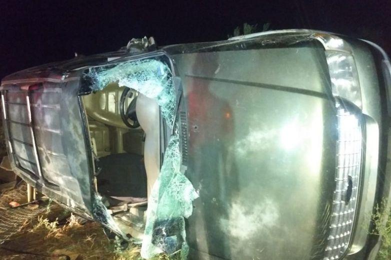 Vuelca camioneta en carretera de Cuauhtémoc; muere uno